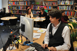 Student using PC in library