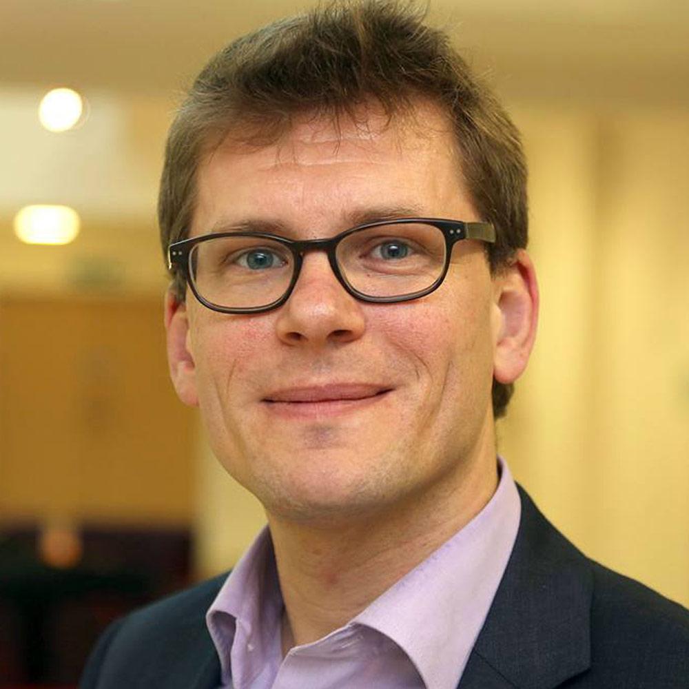 Professor Timo Jütten