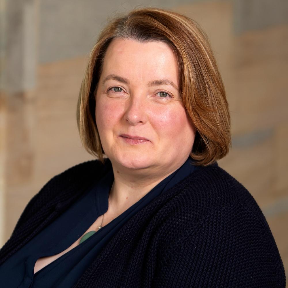 Dr Ruth Lowry