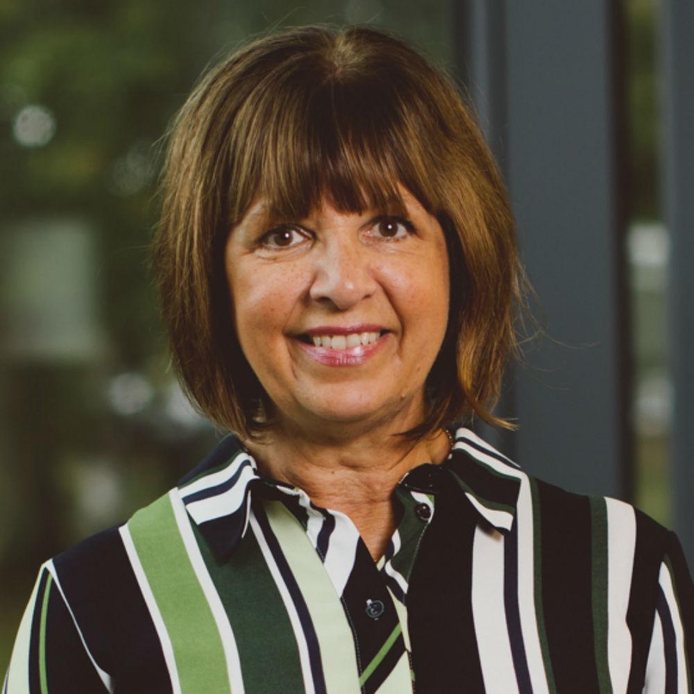 Dr Julia Minoia