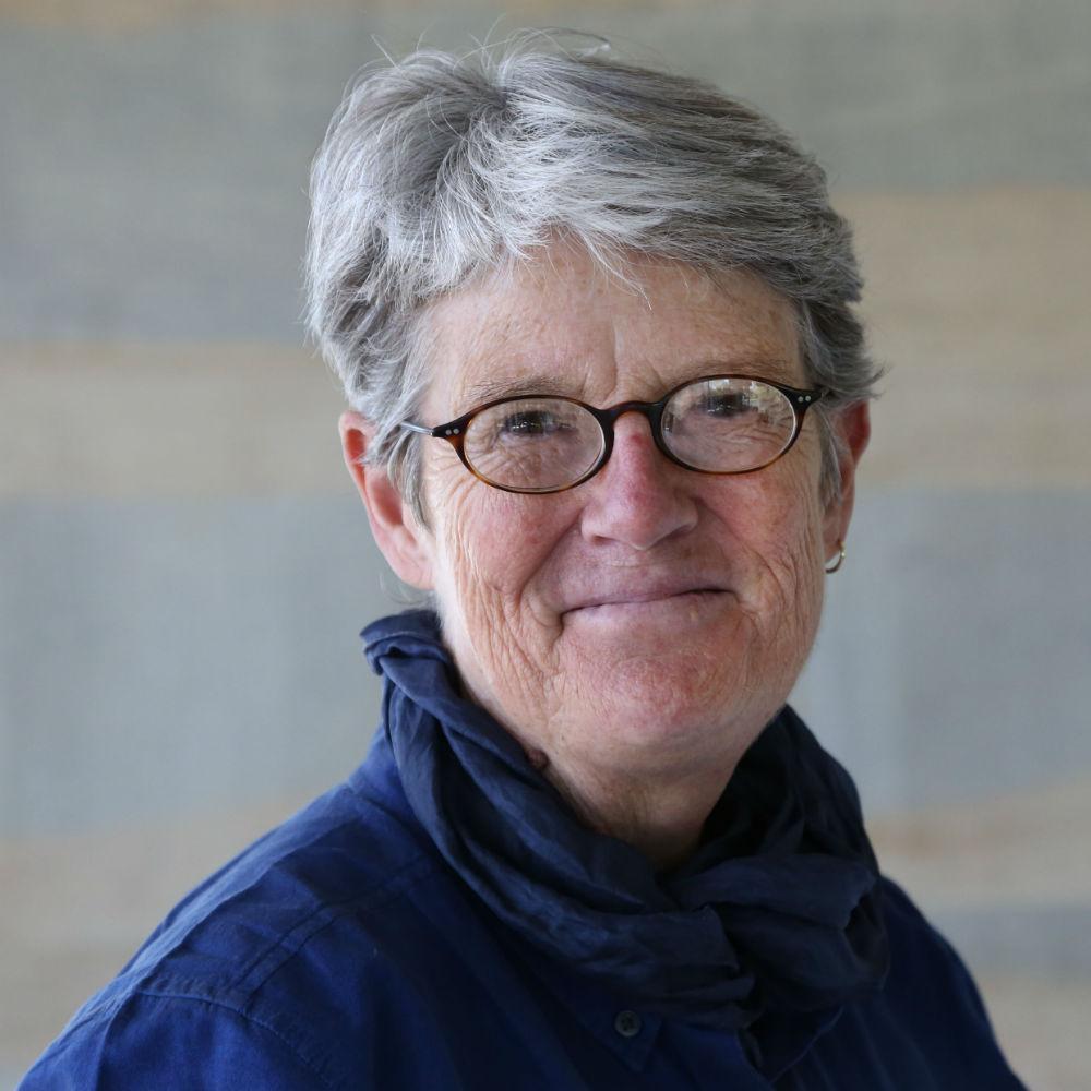 Dr Lindsey Nicholls